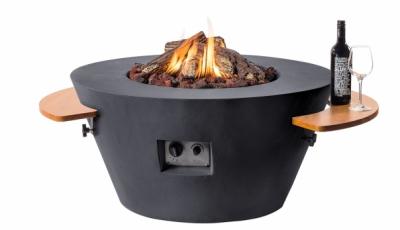 Stůl s plynovým ohništěm Cocoon Lounge & Dining (Happy Cocooning) je vyroben z odolného kompozitního materiálu, který umožňuje rozmanité tvarování i barevné provedení, cena 21 033 Kč bez příslušenství, www.happycocooning.com