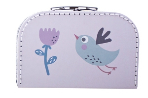 Prošívaný kufřík Farmářka z tvrdého kartonu se prodává ve více velikostech a dekorech, cena od 359 Kč, textilní polštář s průměrem 52 cm je možné využívat i na sezení, výplň z polystyrenových kuliček, cena 1 199 Kč