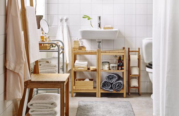 Mobilní nábytkové prvky v koupelně umožňují rychlou a snadnou změnu řešení i stylu, věšák na ručníky/židle Ragrund, bambus, cena 999 Kč, www.ikea.cz