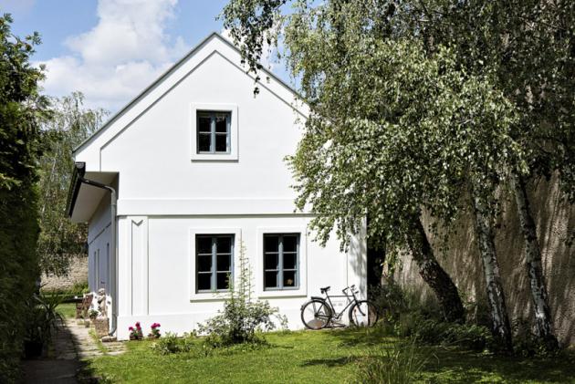 Romantická atmosféra rakouského jezera Neusiedler tradičně láká výletníky charakteristickým vzhledem krajiny spůvodními převážně zemědělskými stavbami svébytného panonského stylu.