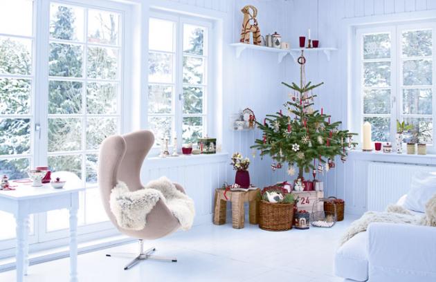 Otom, že iVánoce podléhají módním trendům, se přesvědčujeme rok co rok. Velmi nás těší, že stálicemi jsou ledově chladná výzdoba veskandinávském duchu nastraně jedné atradiční ahřejivé dekorace nastraně druhé…