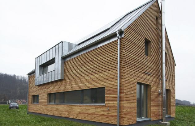 Pro tuto stavbu byla použita kombinace drevovláknité desky Udi a foukané celulózové izolace Climatizer Plus systému COMPRI®, www.ciur.cz