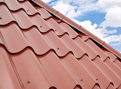 Plechovou krytinu Lindab Topline lze použít pro plošší střechy odsklonu 14°, www.lindab.com
