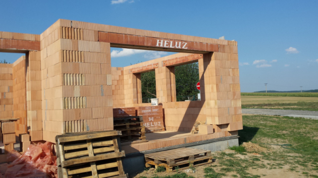 Roletové a žaluziové překlady stavba (HELUZ)