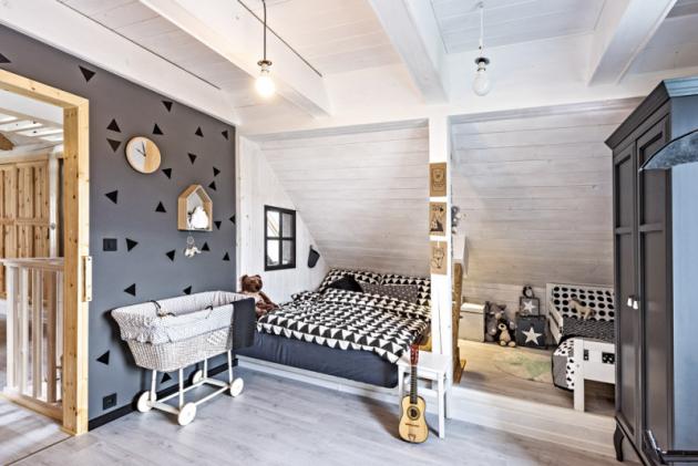 Ložnice adětský pokojíček vjednom jsou zařízené vseverském stylu, který se dokonale stím industriálním doplňuje
