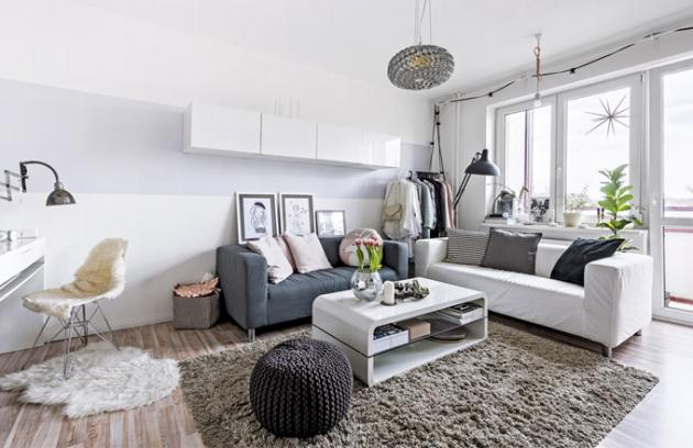 Bílá barva zvětšuje stísněný prostor menšího panelového  bytu adává bohaté možnosti kombinací sjinými odstíny