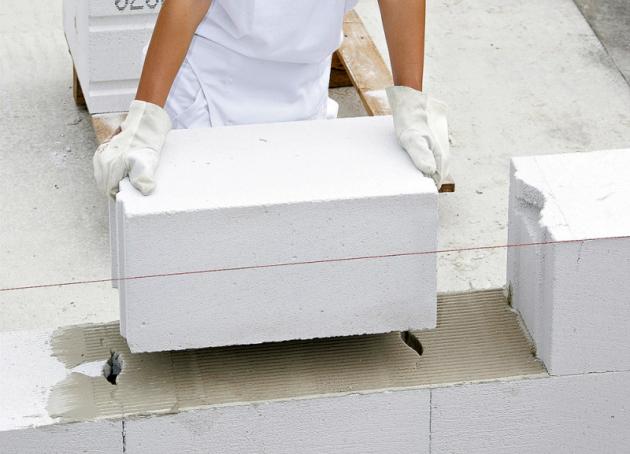 Pórobetonové bloky jsou jedním zoblíbených  systémů pro stavbu svépomocí, www.ytong.cz