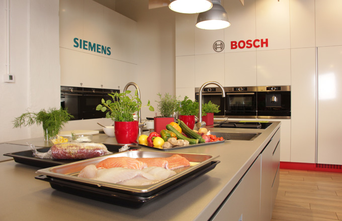 Budete moct se přesvědčit, jak rychlé a snadné je vaření s moderními spotřebiči Bosch a Siemens.