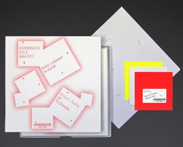 Box HORNBACH edice DÍLO 002 snávodem pro montáž, šablonou pro vyříznutí konstrukčních dílů a plaketou pravosti je možné koupit za 199 Kč vprojektových marketech Hornbach.