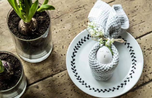 Oblíbený svátek oslavující probuzení jara hraje vždy mnoha barvami. Vyrobte si svého velikonočního zajíčka nebo pomalujte vajíčka veselými motivy.
