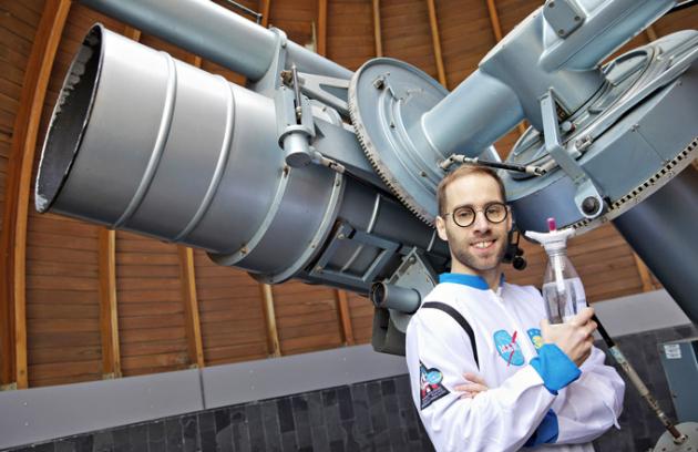 Odborným garantem představení novinky na českém trhu se stal Petr Vančura, který má kvesmírným technologiím blízko díky svému účinkování vroli člena posádky kosmické lodi ve známém televizním seriálu.