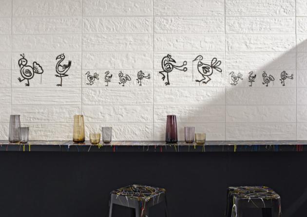 Street art Keramický obklad zkolekce Kuni imitující opotřebené nalakované dřevo doplňuje hravý ptačí dekor, 15 x 60cm, Imola Ceramica, cena na dotaz, www.koupelny-ptacek.cz