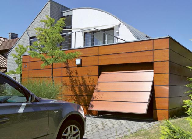 Výklopná vrata Berry jsou chráněná díky chytrým detailům, jako jsou flexibilní kryty aochranné lišty, vícenásobné pružiny nebo utlumení nadorazu, www.hormann.cz