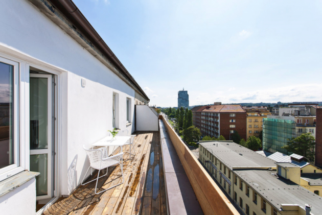 Až se dobytu Veronika nastěhuje natrvalo, ráda by zprostorné terasy lemující celý byt vytvořila další obytný prostor