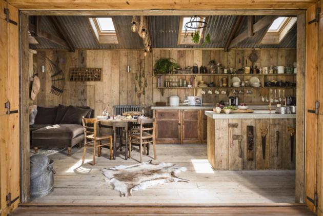 Slehkostí řešené detaily vytvářejí dokonalou atmosféru anglického venkova.  Moderní prvky, jako radiátory astřešní okna nenápadně zapadají dokontextu