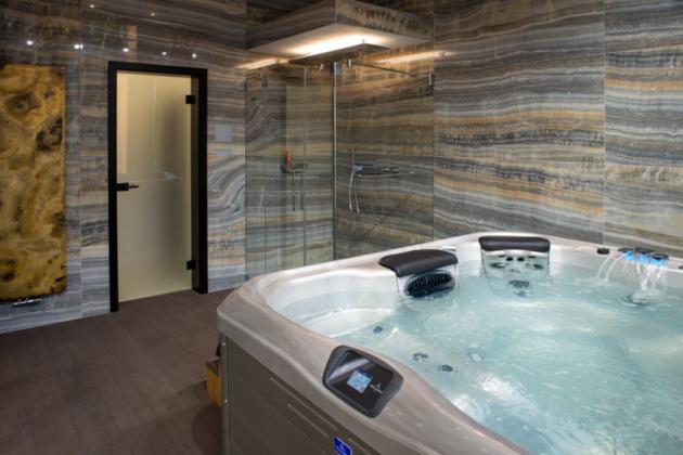 Funkční wellness zóna  Prostor wellness zóny lze od zbytku koupelnového studia oddělit těžkými závěsy a užívat si tak nerušeně chvíle pohody a relaxace.