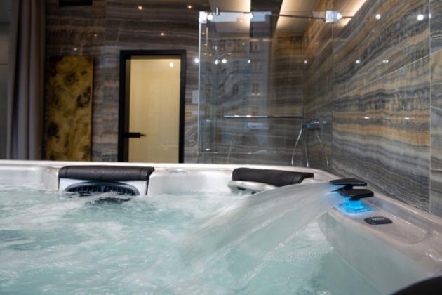 Wellness zóna Wellness zóna prezentuje hlavní část funkční části showroomu. Doménou zóny je vířivá vana a multifunkční sprcha, jenž Vám po náročném dnu přinesou uvolnění a pocit pohody.
