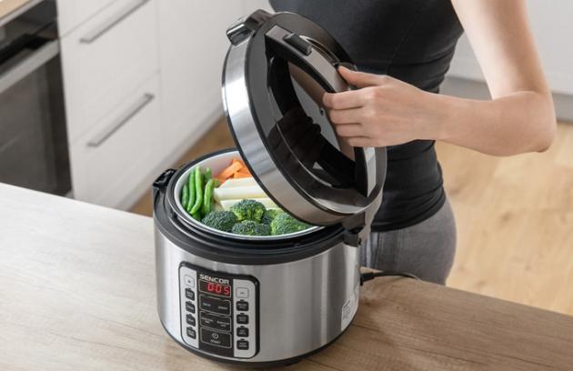 Multifunkční hrnec SENCOR SRM 3120SS stechnologií rovnoměrného rozvodu tepla si hravě poradí nejen srýží, ale využijete ho i při přípravě jiných pokrmů.