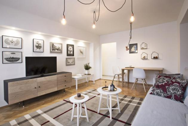 Obývací pokoj nezahlcuje množství nábytku aje proto prostorný avzdušný