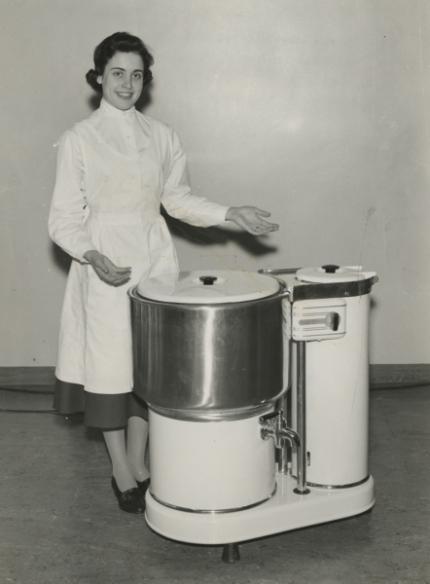 Na trh byl uveden první ryze domácí model pračky Electrolux, který potěšil převážně severské ženy.