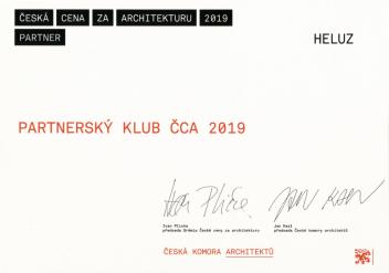 Partnerství České ceny za architekturu je vyjádřením filosofie společnosti HELUZ. Jsme přesvědčeni, že kvalitní architektura nemůže vznikat bez kvalitních konstrukčních materiálů a sebelepší stavební materiály bez kreativní architektury nemají šanci na své smysluplné uplatnění, uvedla Andrea Stejskalová, manažerka marketingu společnosti HELUZ.