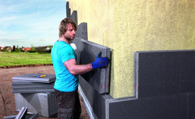 Kvalitní a trvalá izolace zajistí budově optimální klima. Zabrání teplotním ztrátám, vlhkosti a jejímu vzlínání. Správně zvolený materiál přinese zásadní úsporu energií spojených jak svytápěním, tak i sklimatizováním interiéru budovy.