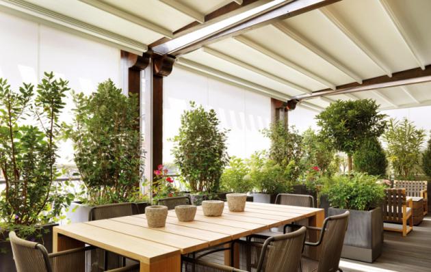 Zakrytý strop nebo variabilní stínění markýzou či roletou je pro zimní zahradu nutností, www.climax.cz