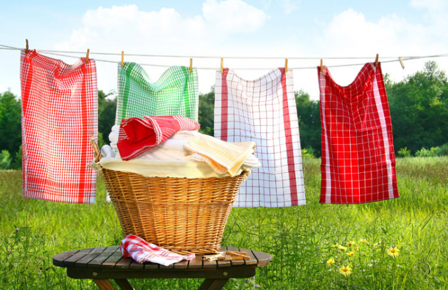 Moderní pračky asušičky jsou vybavené technologiemi, které dokážou oproti starým modelům snížit spotřebu energie avody až opolovinu. Péči oprádlo zkvalitní různé funkce, které usnadní inásledné žehlení. To pak spomocí šikovné žehličky apáry zvládnete rychle alehce.