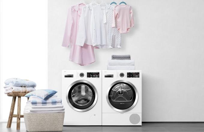 Značka Bosch uvádí první sušičky, které dokáží spolupracovat spračkami aautomaticky vybrat ten nejvhodnější program pro prádlo.