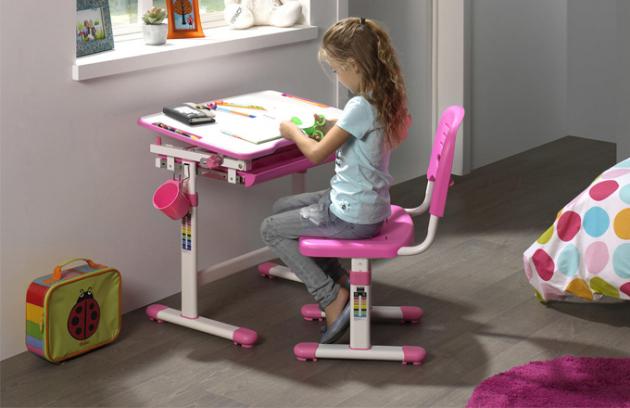Existují základní pravidla, která vám pomohou zjistit, jestli je nábytek ve vašem pokoji pro dítě příliš velký, malý nebo jestli mu sedí tak akorát. Mezi základní parametry, které musíte vzít vúvahu, patří věk dítěte a především jeho výška.