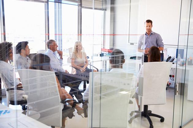 Máte vrámci firmy či hotelu veřejný prostor, kde tráví čas zákazníci a často také velmi důležití klienti? Potom byste určitě neměli zapomínat na jejich pohodlí. Naštěstí existuje velké množství univerzálních a komfortních posezení, které zapadnou do různých interiérů. Hodí se jak do veřejných prostor kanceláří, na recepci nebo případně do čekáren či společenských místností.