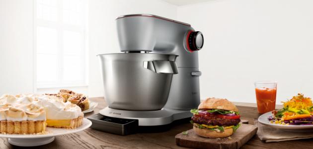 Kuchyňský robot OptiMUM se zabudovanou váhou a profesionálním příslušenstvím