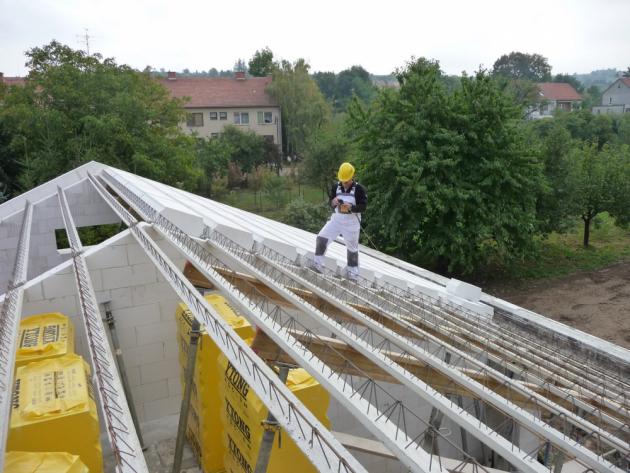 Montáž masivní střešní konstrukce