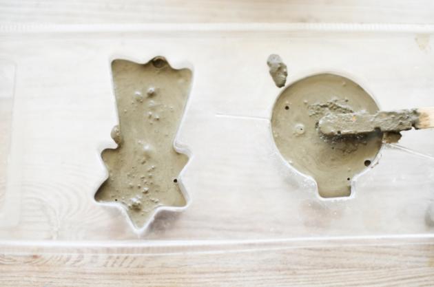 Vyzkoušejte drobné betonové ozdoby.