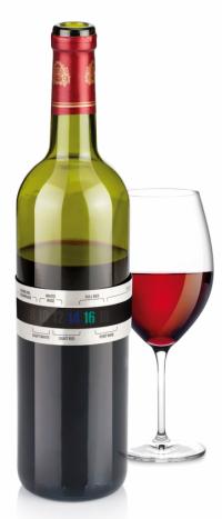 Jestli má víno správnou teplotu, ověříte za30 sekund ponavléknutí teploměru Uno vino nahrdlo láhve, cena 99Kč,  www.tescoma.cz