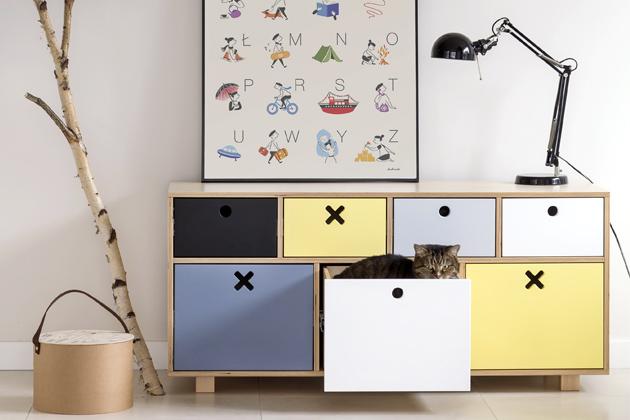Hravost vnese do interiéru šifonér značky Durbas Style, lakovaná překližka/MDF deska, 40 x 55 x 120 cm, cena 9 459 Kč, www.bonami.cz
