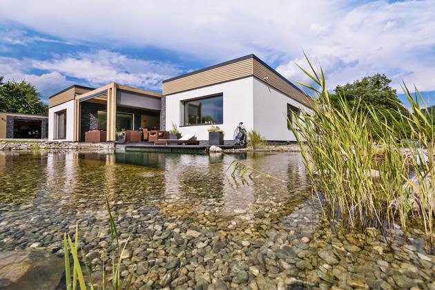 Funkcionalisticky laděný přízemní dům postavený v pasivním standardu leží v krásné krajině Frýdecko-Místecka na úpatí moravskoslezských Beskyd