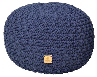 Ručně pletený puf je zbavlny  s5% elastanu, výplň tvoří zdravotně nezávadný EPS materiál, Ø 30cm, výška 40cm, cena 3320Kč,  www.catness-design.cz