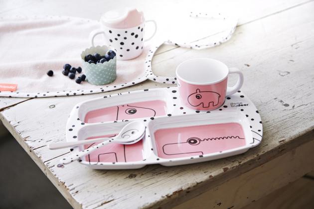 Startovací jídelní set Happy dots, 100% melamin/nerezová ocel, Done by Deer, cena 741 Kč, www.ondalek.cz
