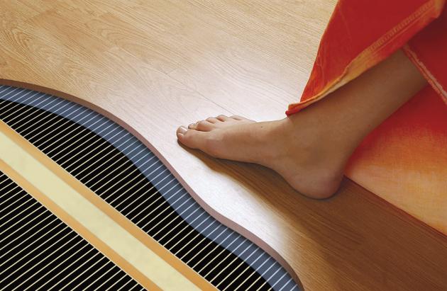 Topné fólie Ecofilm F jsou vhodné pod laminátové a dřevěné plovoucí podlahy, příkon 40, 60 a 80 W/m2, cena  od 540 Kč/m2, www.fenixgroup.cz