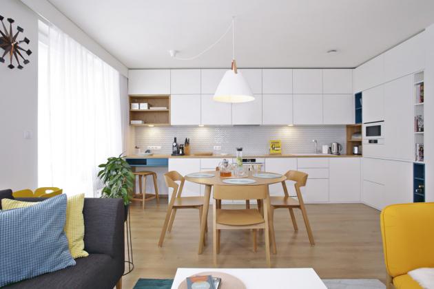 Nábytek vkuchyni, vobývací části ivložnici měl mít původně bílé lesklé plochy. Pro matné provedení přesvědčila majitelku designérka