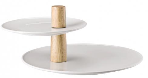 Otočné talíře má etažér Ono značky Thomas, design Kilian Schindler, porcelán/dřevo, 20/32 x 18 cm, cena 2 005 Kč, www.kulina.cz