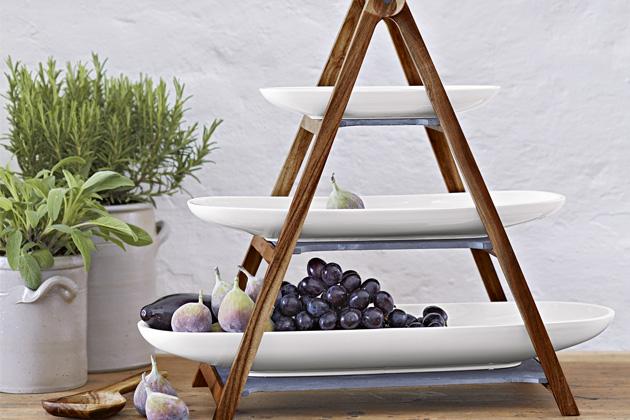 Artesano Original je etažér značky Villeroy Boch, cena základny 2 680 Kč, cena podnosů od 1 490 Kč,  www.luxurytable.cz