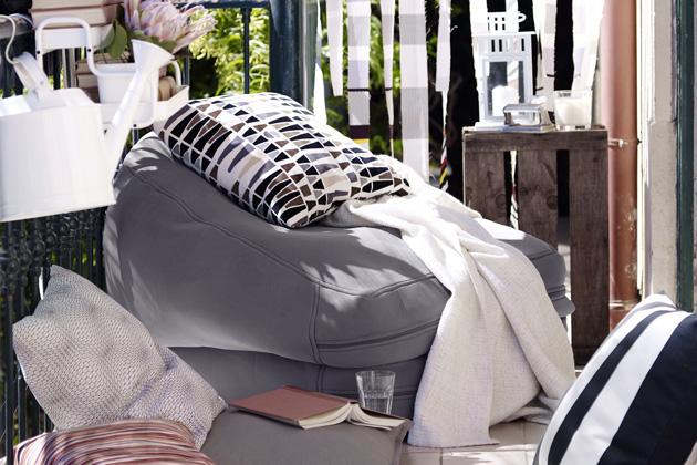 """Slovo futon se k nám dostalo z Japonska, doslova znamená """"tvrdý"""" a vychází z tradičního japonského srolovatelného lůžka na zem, používaného víc než 2000 let. Originální futonová matrace byla vyrobena z přírodních vláken."""