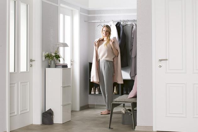 Dveře z kolekce DesignLine (Hörmann) v modelu  Georgia 4 s povrchem Duradecor, cena od 2 294 Kč,  www.hormann.cz