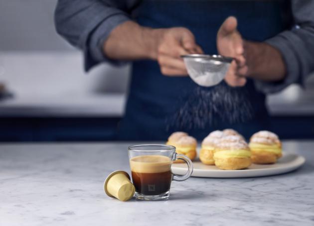 Barista Creations Vanilla Éclair – sametová Vanilla Éclair je plnou směsí zrn Arabica z Latinské Ameriky, ve které vás zaujme sladká a hedvábná chuť