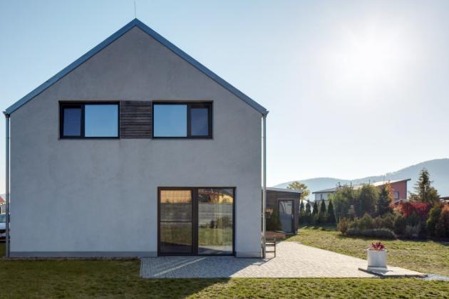 Stavbu domu z cihel HELUZ názorně ukazuje nová video příručka