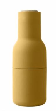 Mlýnek na sůl a pepř Bottle (Menu), dřevo/plast/keramika, výška 20,5 cm, cena za set dvou kusů 1 850 Kč, www.designville.cz