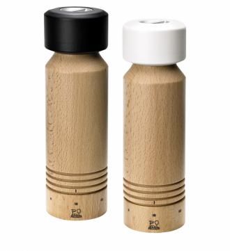 Mlýnky na pepř a sůl ze série Design LAB Milan (Peugeot), bukové dřevo / nerezová ocel, výška 20 cm, cena za kus 1 449 Kč, www.kulina.cz