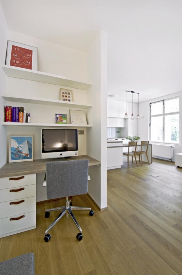 Pracovní koutek doplňuje pohodlná ergonomická židle Oslo od LD Seating